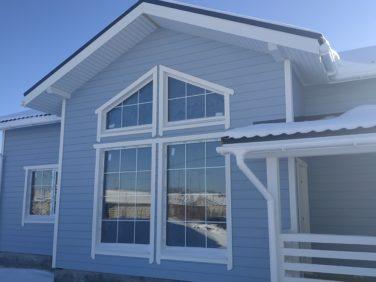 Каркасный дом 17х8 м в пос. Ёксолово, панорамные окна на фасаде