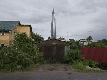 Деревня и Лахта-центр