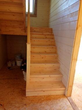 Лестница в загородном доме - маршевая конструкция