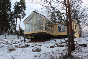 Каркасный дом в пос. Лосево - веранда на склоне