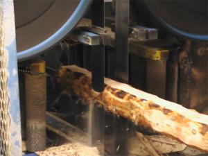 Производство строительных материалов - Распил материала на ленточном станке
