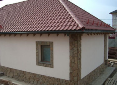 Отделка фасада каркасного дома декоративной штукатуркой